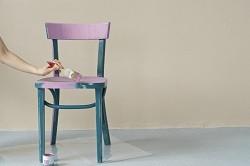 Comment customiser une chaise en bois ?