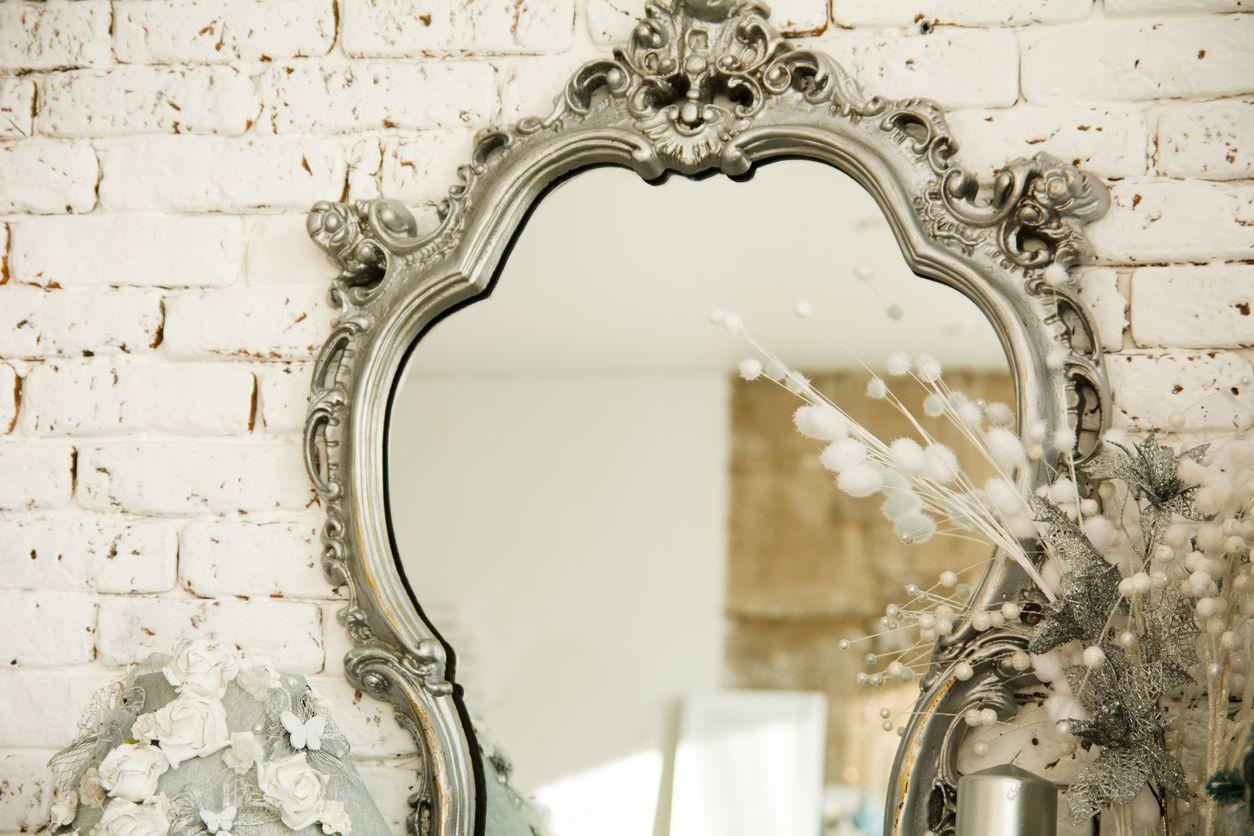Comment restaurer et nettoyer facilement un miroir ?