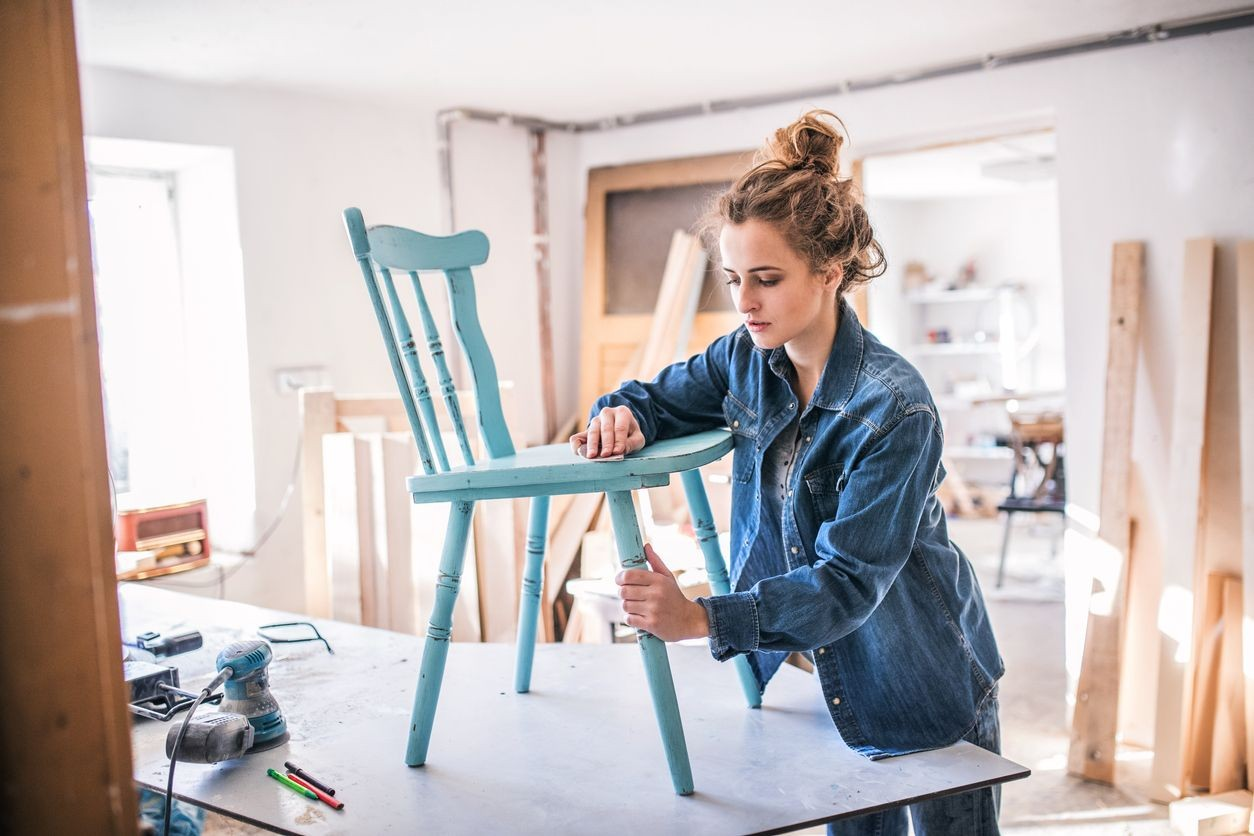 Comment décaper une chaise en bois ?